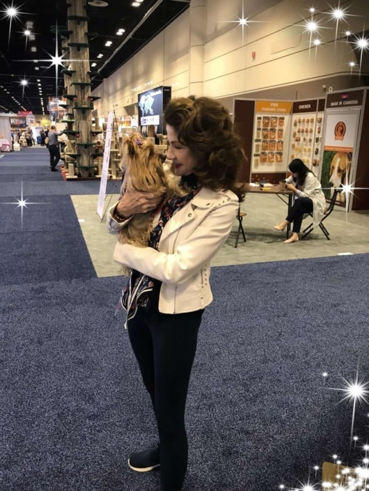 Spending time with our another fan of the SHERPA bag. The carrier for pets on the go like me.